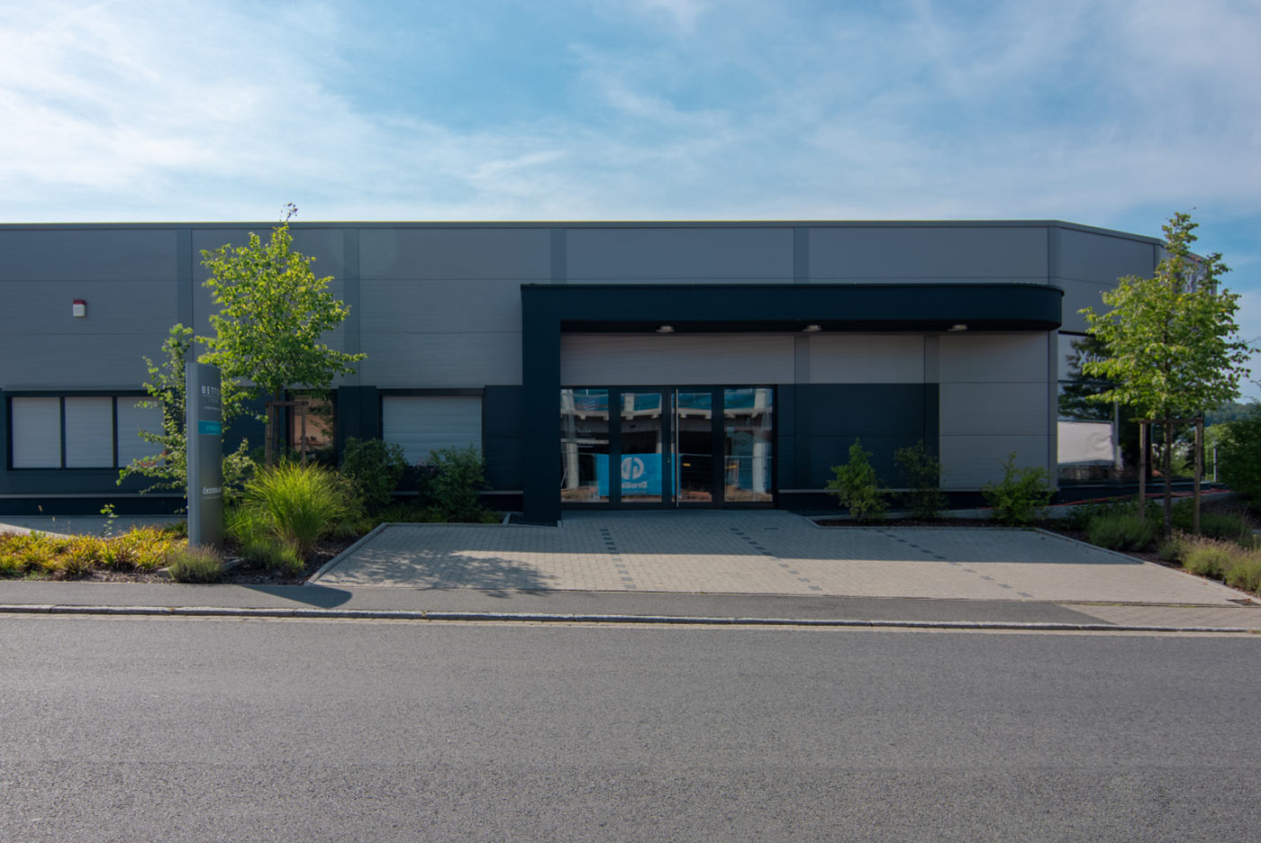 Firmengebäude, Büros, Logistik, Logistiklager, Lagerhallen